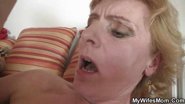 Busty indo colmek xxx manga cewek porno 3D memberikan kesenangan oral