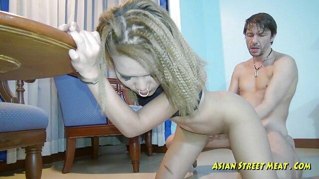 blonde dan brunette, Sara xxx indo janda dan Annie mendapatkan fucked dan datang bersama-sama.
