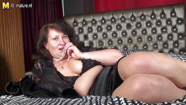 Seks Brunette dalam stoking ketat dan sandal xx bokep indo bertumit tinggi