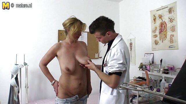 Braszers-blonde dan sandy-haired lesbian kehilangan kaos mereka www xxx indo bokep com bermain kartu